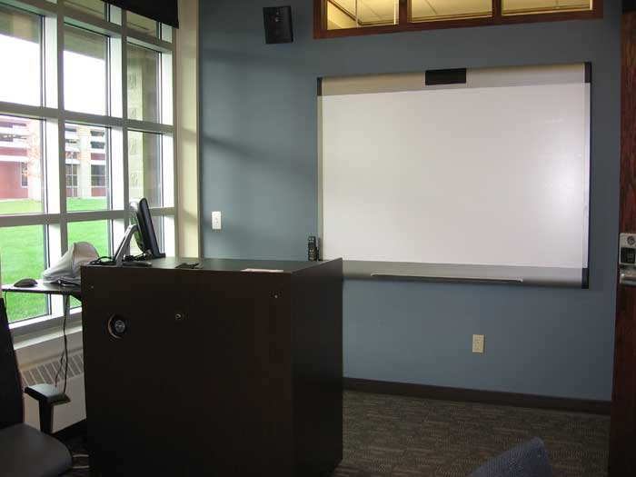 Roger Williams University Library Study Rooms